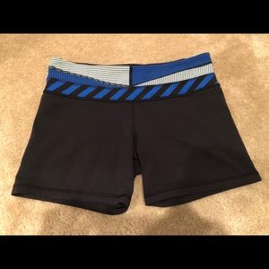 Auth Astro Lululemon shorts black white blue. Sz 8